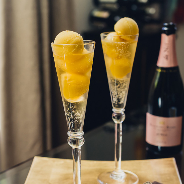 Prosecco mango sorbet float for Drinks made with prosecco