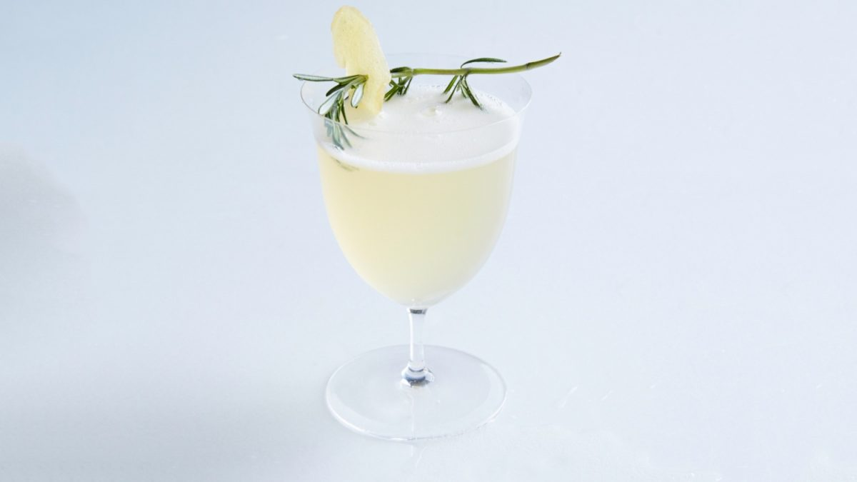 Pear bellini prosecco cocktail for Drinks with prosecco and vodka