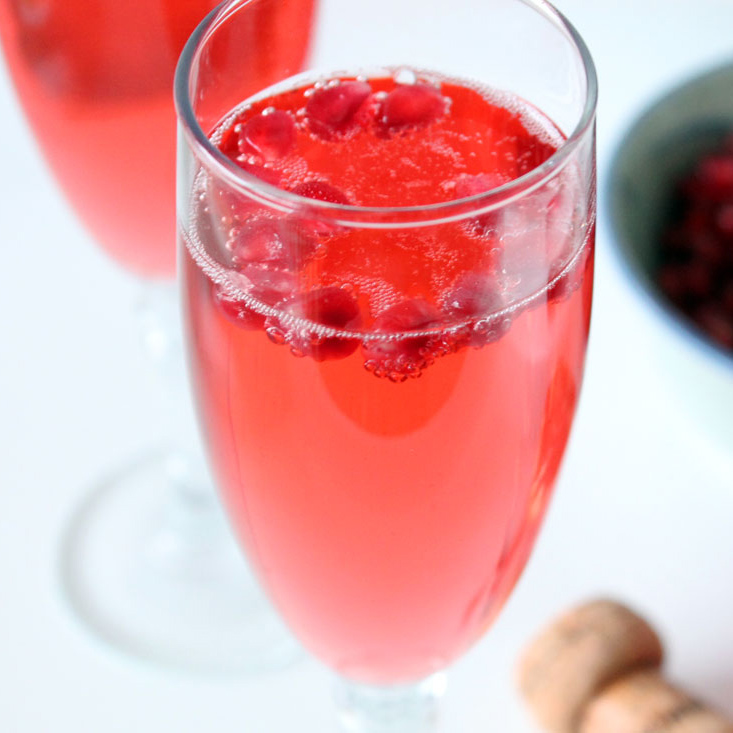 Pomegranate prosecco cocktail for Drinks with prosecco and vodka