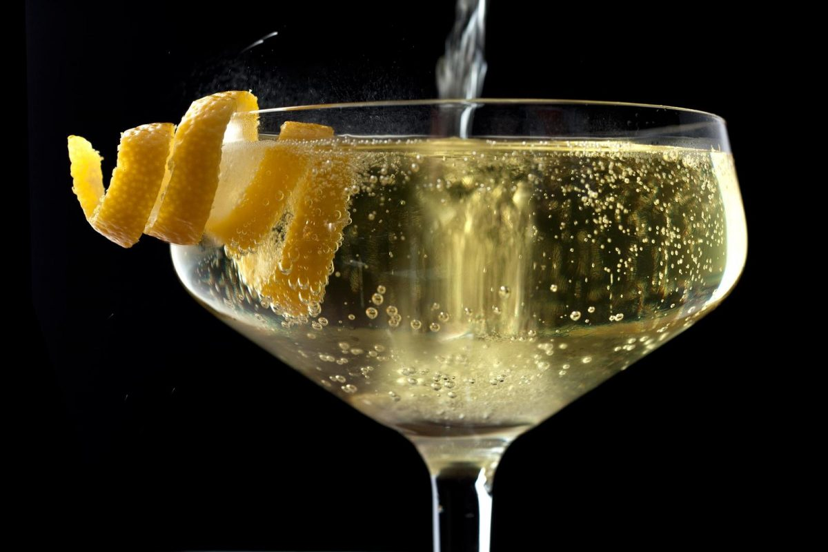 Warming winter prosecco cocktail for Cocktails made with champagne